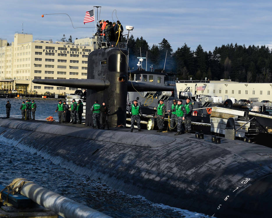 January 27, 2017 - Crew members of the Los Angeles-class fast-attack submarine USS Olympia (SSN 717) toss the mooring lines across as it arrives at Naval Base Kitsap-Bremerton, visiting the Pacific Northwest for the first time since 1998. (U.S. Navy photo by Mass Communication Specialist 2nd Class Vaughan Dill)