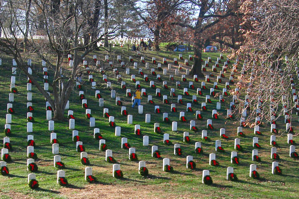 About 6,000 volunteers placed more than 16,000 wreaths on graves at Arlington National Cemetery in Arlington, Va., Dec. 12, 2009. The Maine-based Worcester Wreath Company has been donating wreaths to honor fallen servicemembers since 1992.