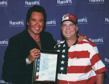David Bancroft presenting Wayne Newton with his poem, Danka Wayne Newton, in honor of what Wayne has done for the troops and the USA.