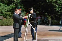Fred laying a wreath at the tomb of the Unknown Soldier