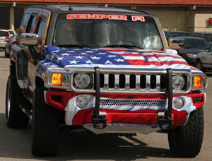 Patriotic painted 2006 Hummer H3 honoring fallen son and fellow Marines - 02