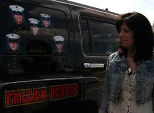 Patriotic painted 2006 Hummer H3 honoring fallen son and fellow Marines - 03