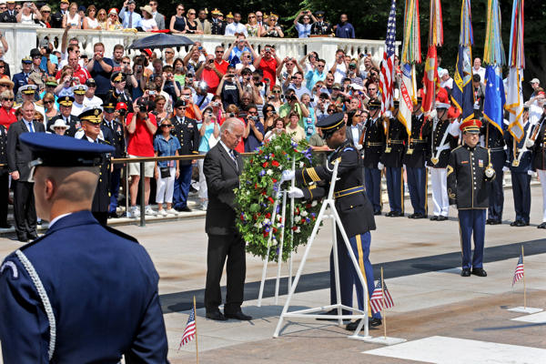 Vice President Joe Biden places a floral wreath at the Tomb of the Unknowns, Arlington, National Cemetery, Arlington, Va., in observance of Memorial Day, May 31, 2010.