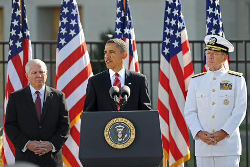 Flanked by Defense Secretary Robert M. Gates and Chairman of the Joint Chiefs of Staff Navy Adm. Mike Mullen, President Barack Obama speaks at a Sept. 11, 2010, ceremony at the Pentagon Memorial marking the ninth anniversary of the terrorist attack that claimed the lives of 184 innocents at the Pentagon. About 200 family members of victims attended the private ceremony. DoD photo by R.D. Ward